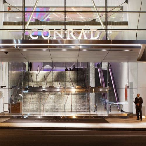 Located in Battery Park City, Conrad New York Downtown offers a warm welcome with 5 star service.